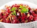 Рецепта Салата от червено цвекло и орехи